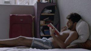'Corpo Elétrico', sobre jovem gay, foge de estereótipos e explora sensualidade